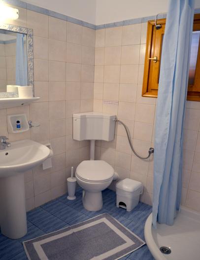 Milos Konstantinos Triple Room with Garden View | Rooms in Milos | Bathroom