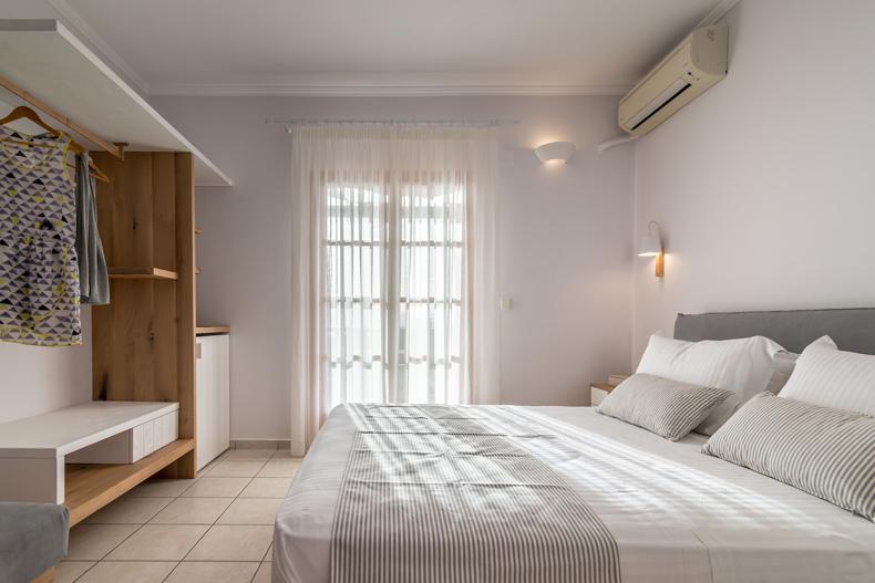 Milos Konstantinos Hotel | Triple Room with Sea View | Rooms in Milos