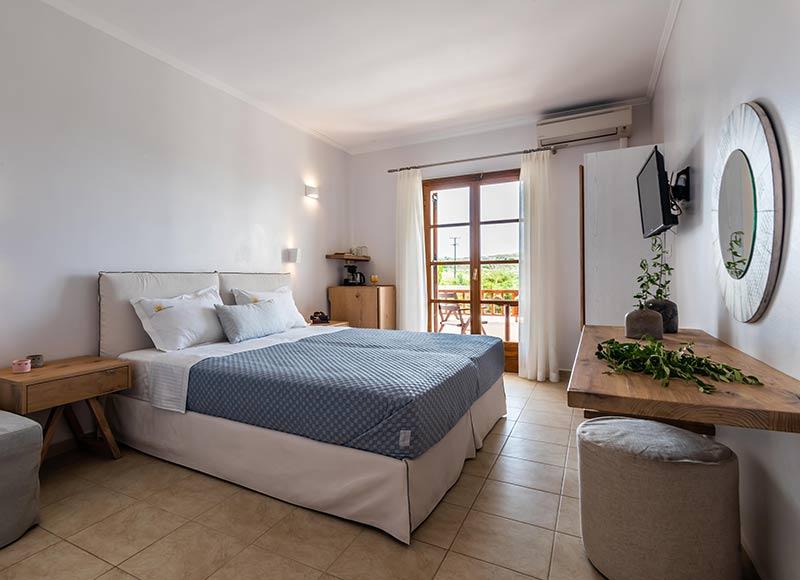 Milos Konstantinos Triple Room with Garden View | Rooms in Milos