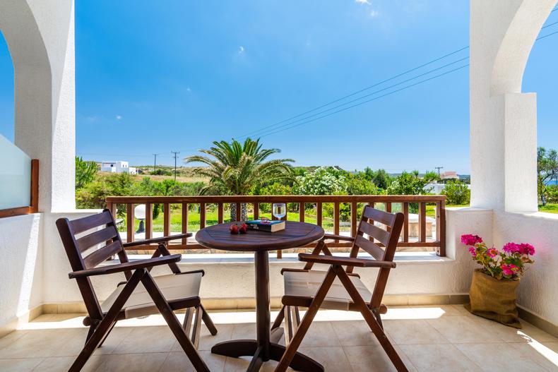 Milos Konstantinos Hotel | Hotel in Milos | Family Room with Garden View